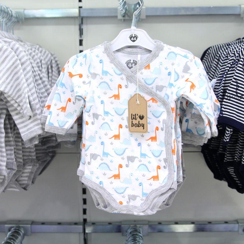 bc4e101c2b5e Vår babyavdelning är fylld med bra prylar för både nyfödda och större  bebisar och nu har vi fått in nya babykläder! Här kommer tips på några i  blå och grå ...