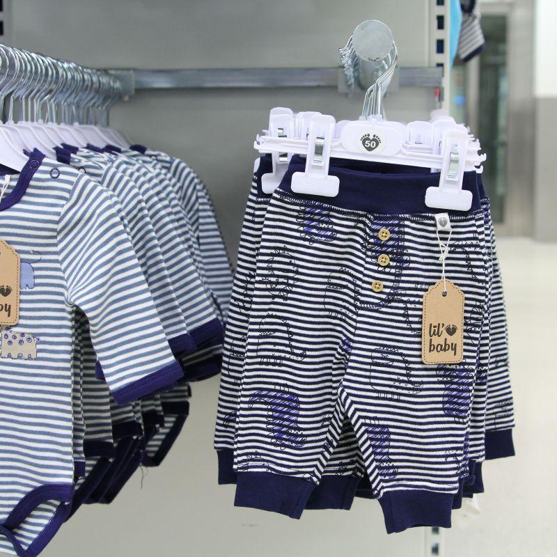 ... både nyfödda och större bebisar och nu har vi fått in nya babykläder! Här  kommer tips på några i blå och grå nyans! Kommentera fecd80aae99ac