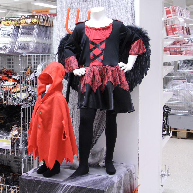 ... och roliga maskeradkläder till Halloween. Kolla in maskerna 259dee2328bca