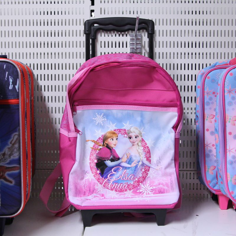 På vår väskavdelning har vi både weekend-väskor och större väskor för både  barn och vuxna. Här kommer några tips på resväskorna som finns inne just nu! 2fe1f3fc78e8c