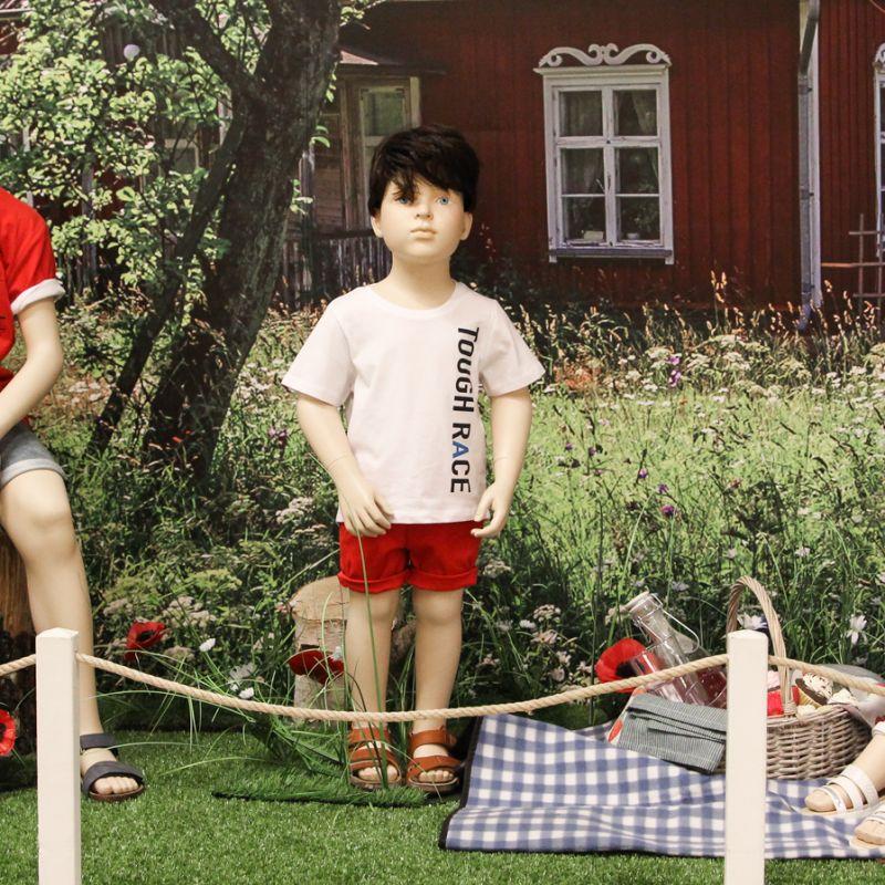 e2cb585a6332 På barnavdelningen får du nu inspiration på fina sommarkläder till barnen.  Perfekta kläder till skolavslutningen eller midsommarfirandet. Här kommer  ett ...